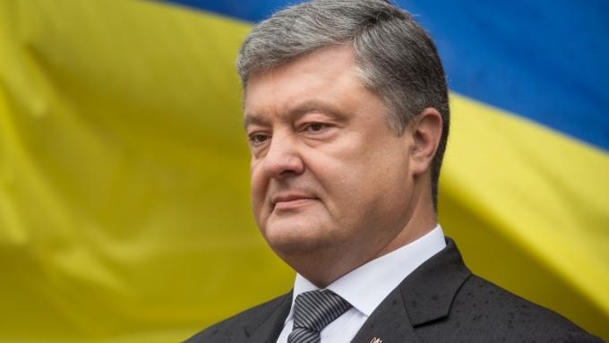 Украинские морпехи надели черные береты иустроили Порошенко демарш
