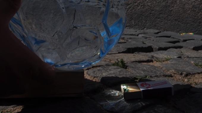 «Святой источник» выпустил бутылку вформе футбольного мяча. Она сэффектом лупы