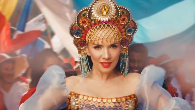 Эстрадная певица  Орейро представила видеоклип, посвящённый ЧМ-2018 в Российской Федерации