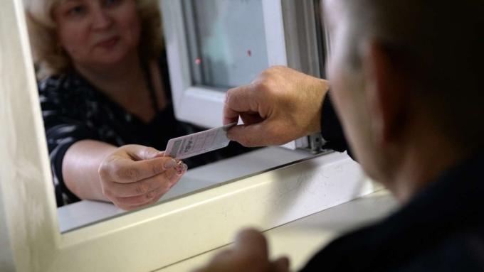 Должникам поалиментам могут запретить сдавать на водительское удостоверение