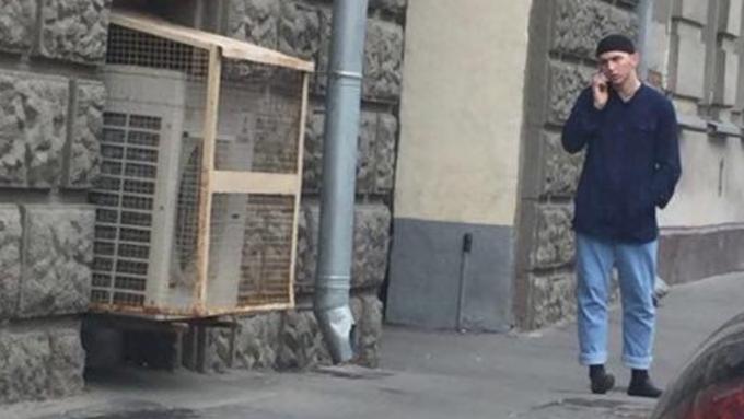 В столице неизвестный сножом напал наполицейского упосольства Словакии
