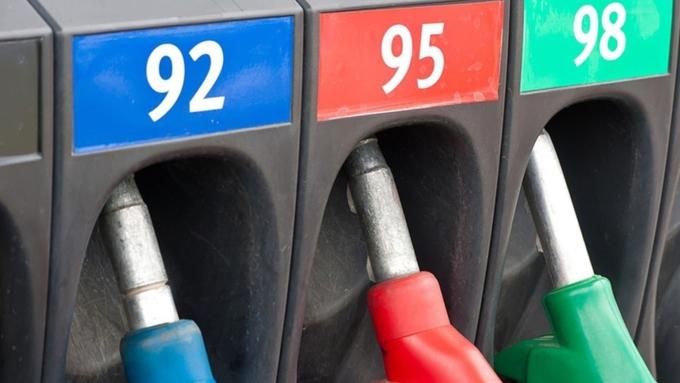 Всередине лета цены набензин в РФ упали