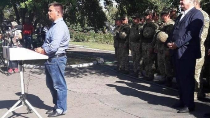 Соцсети высмеяли наряд Климкина навыступлении вДонбассе