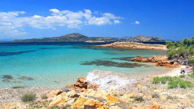 Туристов оштрафовали на900евро заукраденные с берегов Сардинии камни
