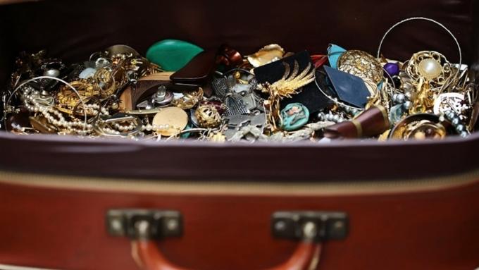 Ограбление на миллион евро. В Ле-Бурже у семьи из РФ украли чемодан с бриллиантами
