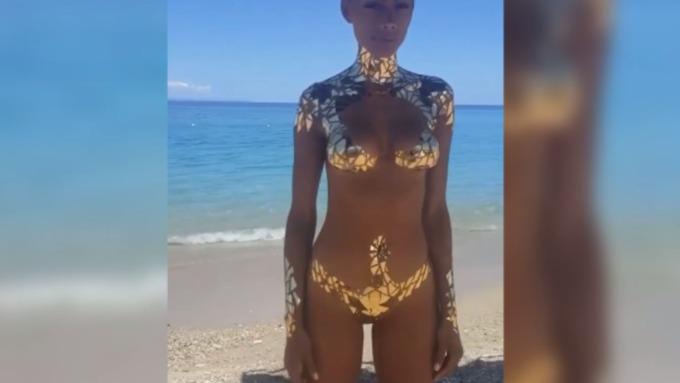 Девушки в форме бикини видео онлайн