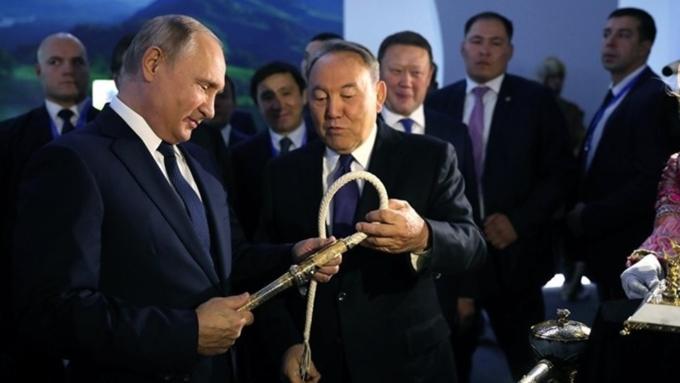 Стало известно, когда Путин и Назарбаев встретятся на форуме в Омске