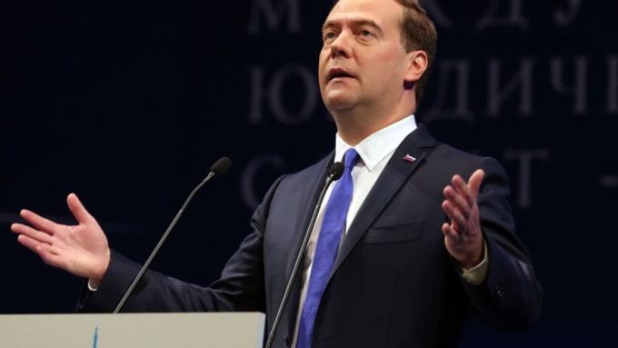 Русская  экономика будет владеть  сильной  «гравитацией», объявил  Медведев