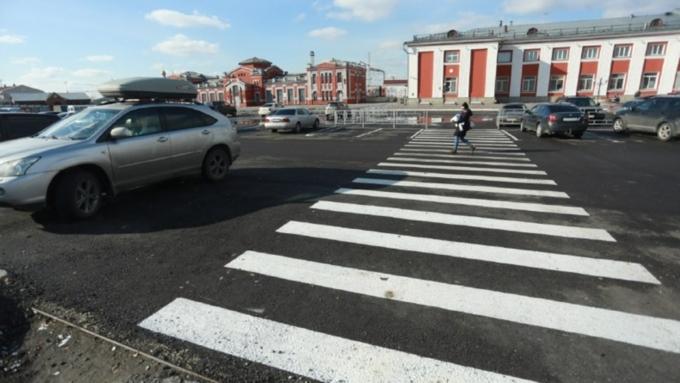 """Нарушителей парковки у вокзала и аэропорта в Барнауле поймают с помощью """"Дозора"""""""