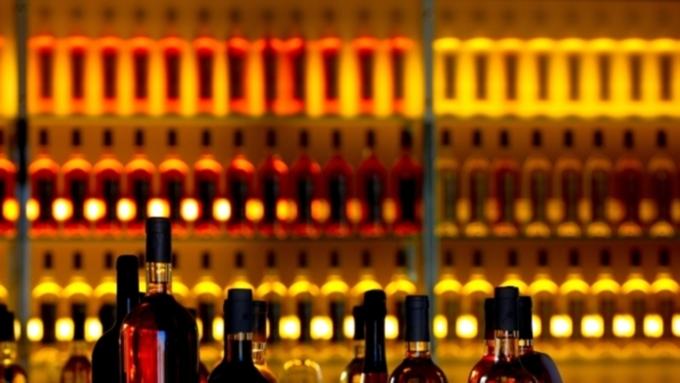 Законопроект предполагает запрет на торговлю алкоголем и табачной продукцией вне спецмагазинов / Фото: newkuban.ru