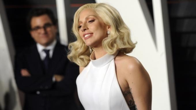 Леди Гага прошлась поулицам Нью-Йорка воткровенном наряде