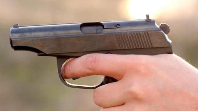 Ученик выстрелил из пистолета в московской школе