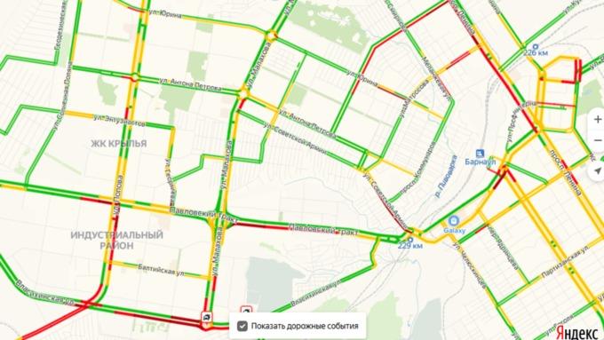 Многокилометровые пробки сковали движение транспорта в Барнауле