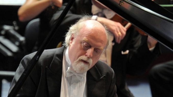 В Барнауле выступит британский пианист Питер Донохоу и квартет Sacconi