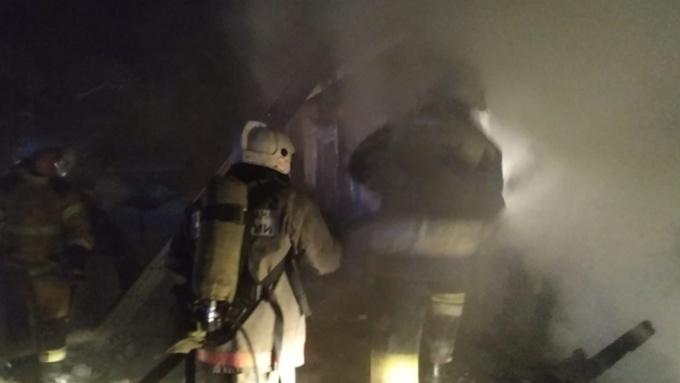Два частных дома сгорели в Барнауле за прошедшую ночь