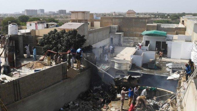 ВПакистане самолет рухнул нажилые дома