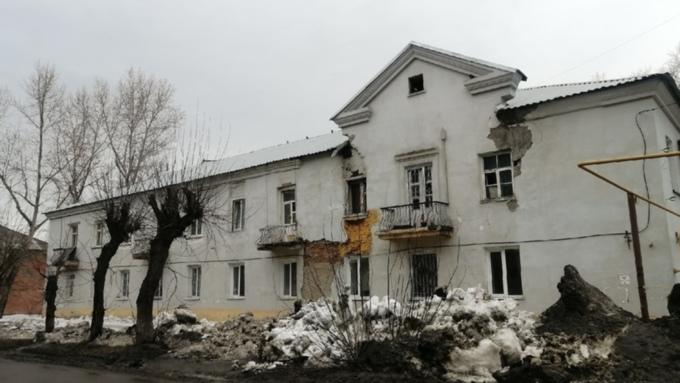 Жильцов разваливающегося дома на 1-й Западной в Барнауле расселят