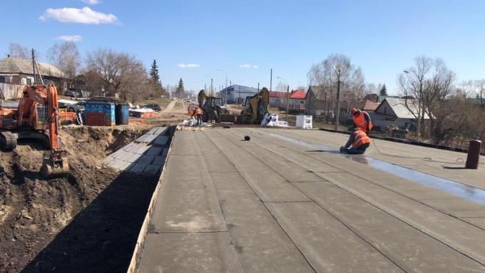В Барнауле продолжаются работы по реконструкции моста через реку Власиха