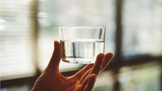 Доктор Мясников рассказал, сколько нужно пить воды