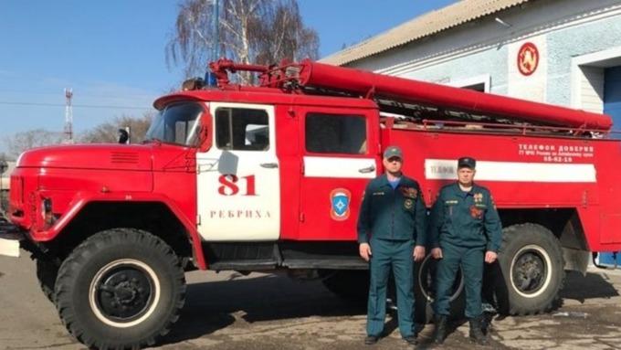 Алтайские пожарные рассказали историю о спасении пенсионерки из горящего дома