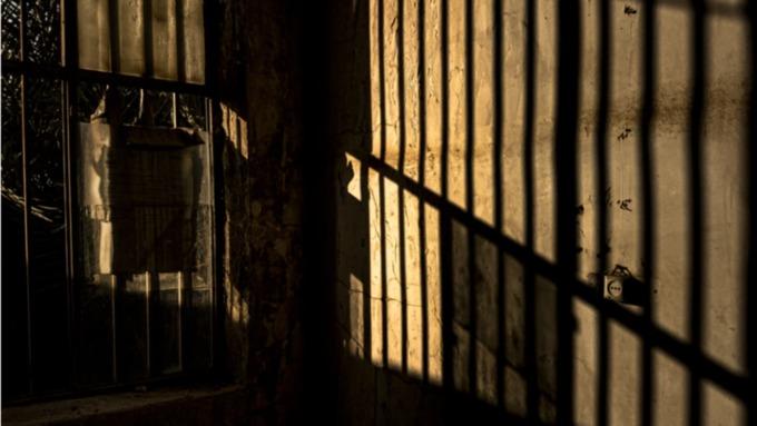 Жительницу Алтайского края взяли под стражу за истязание пасынка