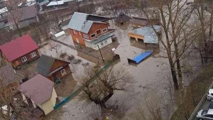 В Горно-Алтайске ввели режим ЧС из-за паводка