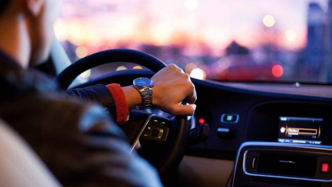 В Минцифры назвали сроки изменения правил покупки и продажи поддержанных авто