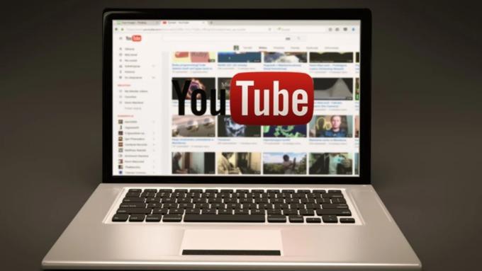 YouTube будет вставлять рекламу во все ролики