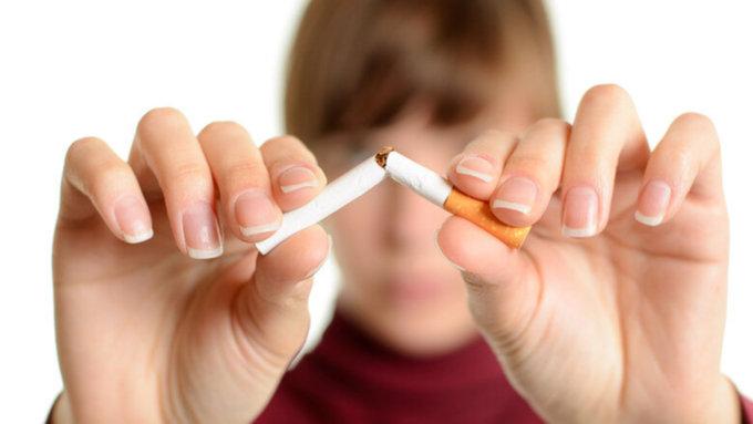 Разговор по-взрослому и без ремня: наркологи рассказали, как отучить подростка от курения