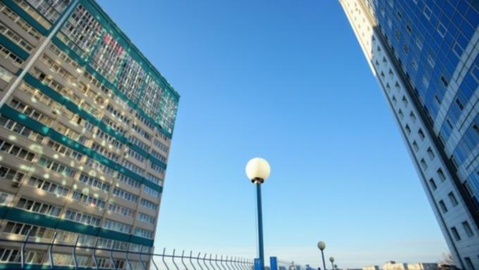 Жильцы улицы Гущина закидали рабочих яйцами, чтобы остановить стройку в Барнауле