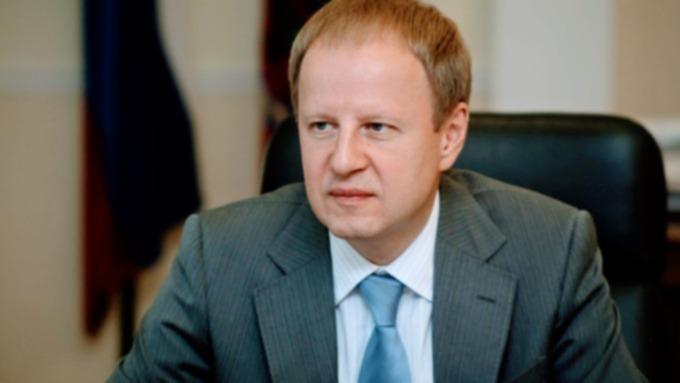 Виктор Томенко поздравил жителей Алтайского края с Днём социального работника