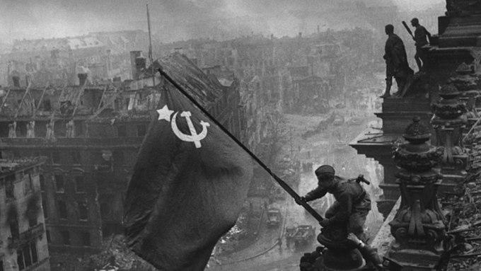 Госдума приняла закон о запрете отождествления действий СССР и Германии во время ВМВ