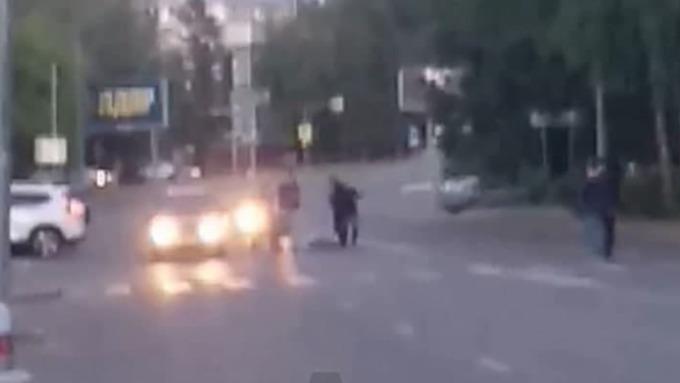 Бездомные устроили драку в центре Барнаула и заблокировали движение
