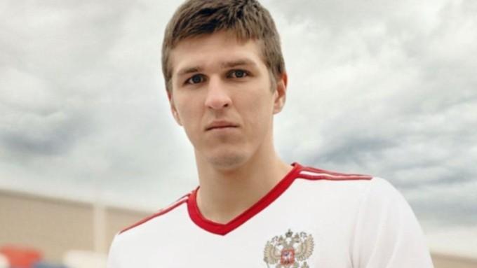 Алтайскому футболисту разбили нос в дебютном матче на Евро-2020