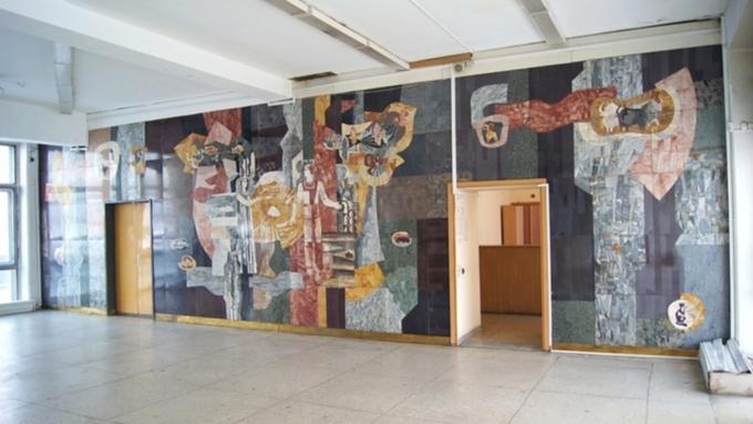 Уникальную мозаику, демонтированную из здания речного вокзала, придется реставрировать