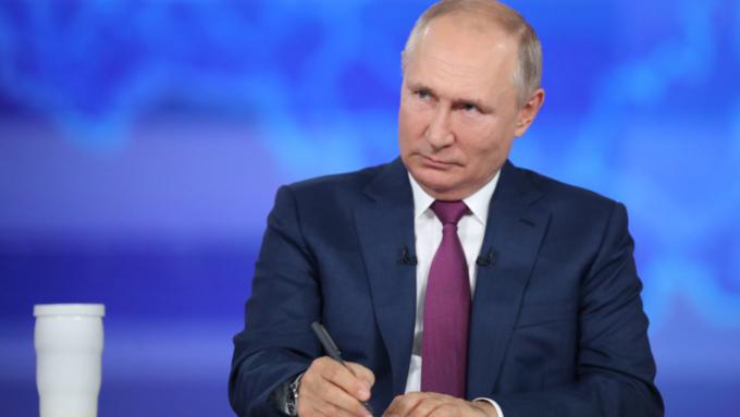 Путин: после провала сборных России по хоккею и футболу нужно подумать о кадровых решениях