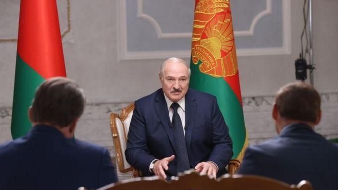 Лукашенко поручил полностью перекрыть границу Белоруссии с Украиной