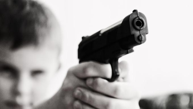 Трехлетний ребенок выстрелил себе в лицо в Саратовской области