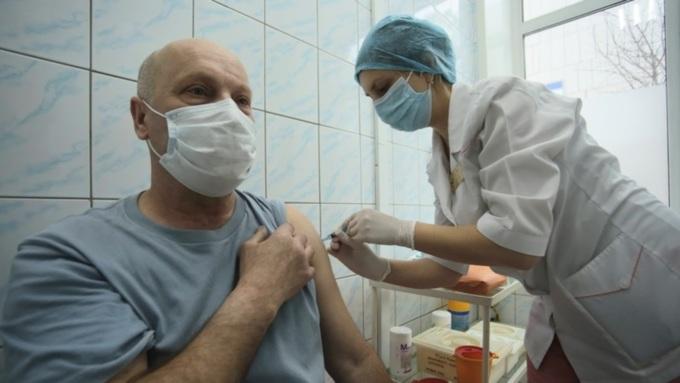 Более 1000 жителей Алтайского края заболели ковидом даже после прививки