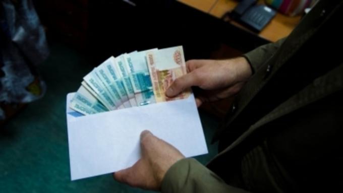 """Барнаульца осудят за попытку """"купить"""" диплом об образовании слесаря"""
