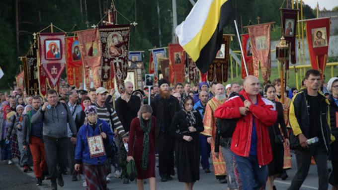 В Екатеринбурге крестный ход прошёл несмотря на запрет властей