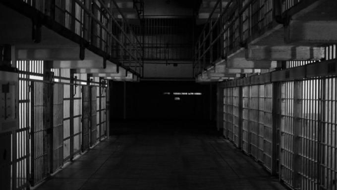 Под Санкт-Петербургом нашли частную тюрьму с крематорием