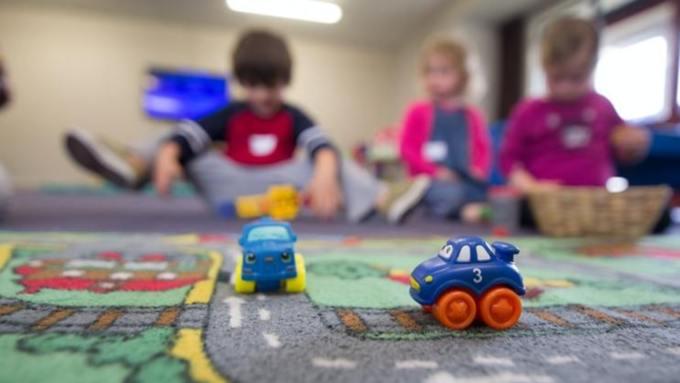 В России родителей могут освободить от платы за детские сады
