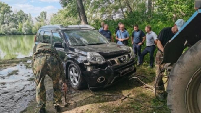 Тела двух человек достали из утонувшего автомобиля в Алтайском крае