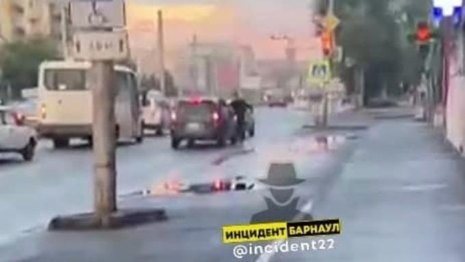 Пьяный барнаулец разбил окно такси за отказ везти его бесплатно