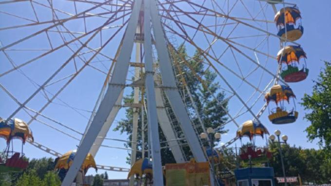 Единственное в Барнауле колесо обозрения вновь начало свою работу