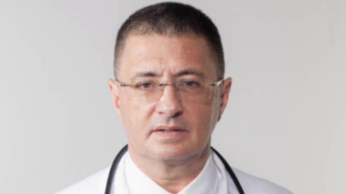 Доктор Мясников призвал не вызывать скорую помощь при COVID-19
