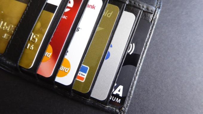 Необходимость подписи на банковской карте должна скоро исчезнуть в России