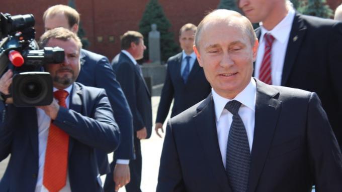 Путин заявил, что не пользуется мобильным телефоном