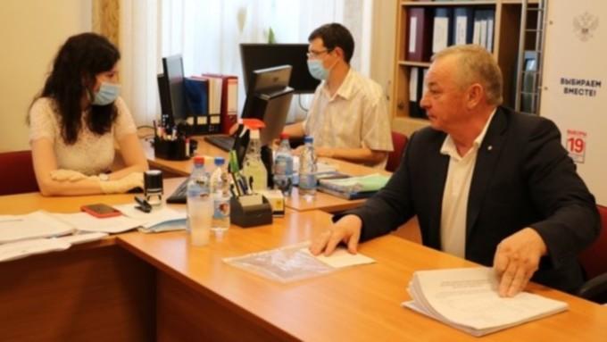 Кандидат в Госдуму по Рубцовскому округу Владимир Попов отказался от участия в выборах